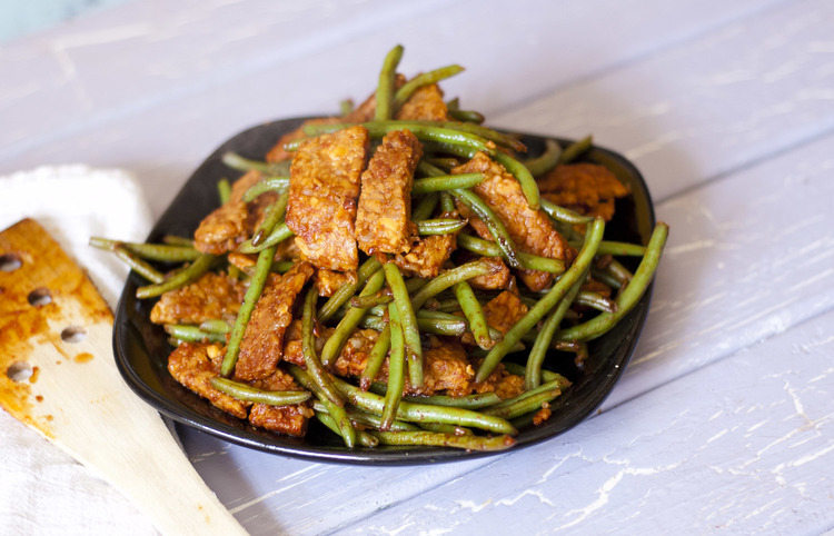 Sriracha Tempeh and Green Beans-gluten-free-recipes